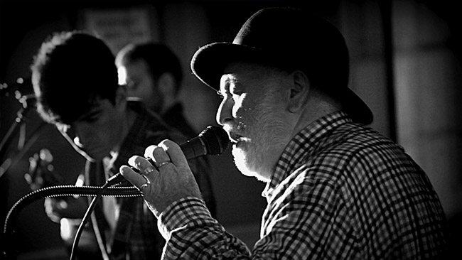 Derek Warfield & the Wolfe Tones